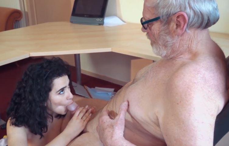 Compilation porno inceste ÉJACULATION jeune vieux sexe oral suce papy vieillard