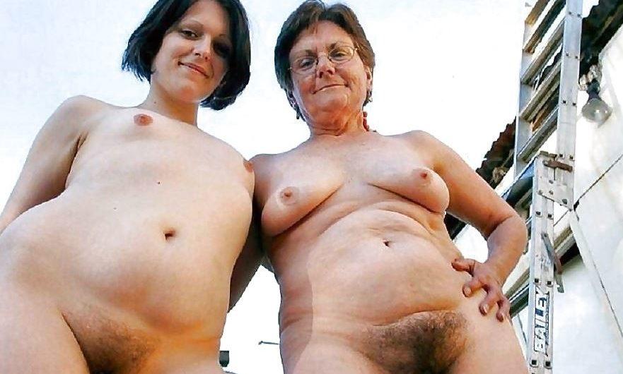 Vrai Mere et fille nues en photo amateur
